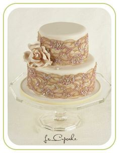 what a gorgeous lace cake! swoon! ♥ ♥
