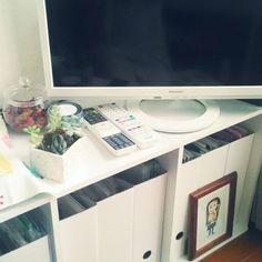 書類関係の整理では、ファイリングボックスが大活躍!テレビ下がすっきり整います。 Office Desk, Furniture, Home Decor, Homemade Home Decor, Desk, Home Furnishings, Decoration Home, Arredamento, Interior Decorating