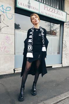 http://www.blogger-bazaar.com/2017/02/24/trendguide-fashion-fan-schals/  Fanschals sind der Streetstyle Trend aus Mailand, Paris und New York. Ob vom Fussballverein oder Lieblingsrapper oder eventuell auch demnächst von eurem Lieblingsblog.