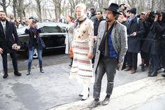 Tilda Swinton et Haider Ackermann http://www.vogue.fr/defiles/street-looks/diaporama/street-looks-a-la-fashion-week-haute-couture-jour-2-fw2014/17246/image/924561#!tilda-swinton-et-haider-ackermann