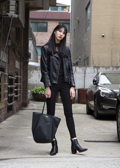 Look at this Awesome korean fashion trends Korean Fashion Minimal, Korean Fashion Summer Casual, Korean Fashion Kpop, Korean Fashion Trends, Korean Street Fashion, Korea Fashion, Asian Fashion, Look Fashion, Fashion Design