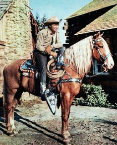Roy Rogers on Trigger. This is the original Trigger. There were at least 2 other palomino horses used by Roy known as Little Trigger and Trigger Jr. Trigger's original name was Golden Cloud. All The Pretty Horses, Beautiful Horses, Animals Beautiful, Palomino, Tarzan, The Lone Ranger, Tv Westerns, Western Movies, Old Tv Shows