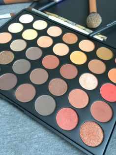 Morphe 35o palette is the PERFECT palette for fall! So many gorgeous shades, and so affordable!