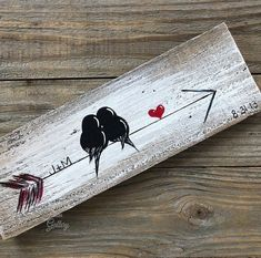 Birds on an arrow - Farmhouse Style Love Birds Painting on Rustic Wood - Wood Art Wine Bottle Crafts, Mason Jar Crafts, Mason Jar Diy, Reclaimed Wood Art, Rustic Wood, Diy Wood, Creative Crafts, Diy Crafts, Paper Crafts