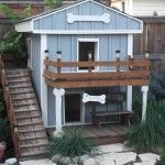 The Double Decker Dog House.  This is great.  It even has a balcony.  #puppied