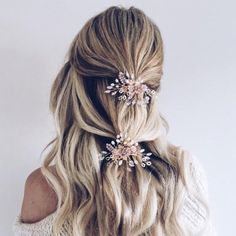 This 'pretty in pink' bridal clip is seriously stunning! Beautiful shades of pastel pink with freshwater pearls and moonstone crystals make this a truly unique wedding headpiece. Add some delicate colour to your wedding look with this perfect clip. It also works perfectly when doubled as a pair.