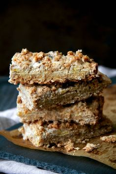 These Greek Yogurt Banana Oatmeal Bars are gluten-free, refined-sugar-free, and made without any butter or oil! A deliciously healthy breakfast or snack!