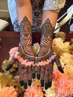 Beautiful Mehndi Design - Browse thousand of beautiful mehndi desings for your hands and feet. Here you will be find best mehndi design for every place and occastion. Quickly save your favorite Mehendi design images and pictures on the HappyShappy app. Dulhan Mehndi Designs, Mehandi Designs, Mehndi Designs 2018, Modern Mehndi Designs, Mehndi Design Pictures, Beautiful Mehndi Design, Tattoo Designs, Tattoo Ideas, Henna Hand Designs