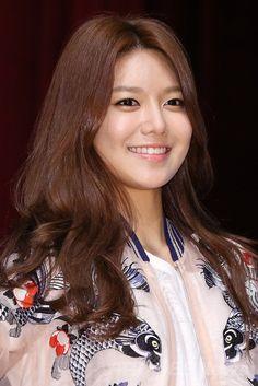 韓国・ソウル(Seoul)にある東国大学校(Dongguk University)で開かれた、ファッションブランド「DOUBLE-M(トブレム)」主催のイベントに登場した、ガールグループ「少女時代(Girls' Generation、SNSD)のスヨン(SooYoung、2014年5月14日撮影)。(c)STARNEWS ▼20May2014AFP|少女時代スヨン、大学生らにスタイリングの秘訣を伝授 http://www.afpbb.com/articles/-/3015241 #Girls_Generation_SooYoung #SNSD_SooYoung #Choi_Soo_young