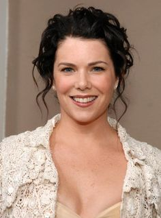 Pictures of Lauren Graham, Picture Lauren Helen Graham (born March is an American actress, producer and novelist. She is best known for playing Lorelai Gilmore on the WB Network dramedy series Gilmore Girls and Sarah Braverman on Parenthood. Amy Sherman Palladino, Glimore Girls, Lorelai Gilmore, Lauren Graham, Star Wars, Carrie Underwood, Celebs, Celebrities, Hot Actresses