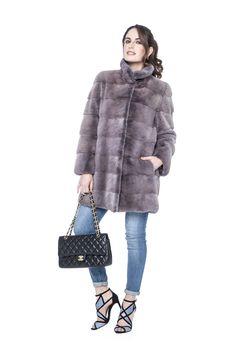 Abrigo de Lomos de Visón Malva. Malva Mink Coat. #coat #abrigo #malva #mink #vison #fashion #model #moda #lookbook #peleteria #boutique