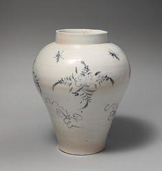 """""""Tarro adornado con las flores y los insectos dinastía Joseon mediados del siglo 18"""" Desde el Museo Metropolitano de Arte."""