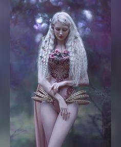 Pin on Anime Frau Pin on Anime Frau Fantasy Girl, Chica Fantasy, Fantasy Women, Dark Fantasy, Maria Amanda, Fairy Cosplay, Fantasy Photography, Spring Photography, Poses