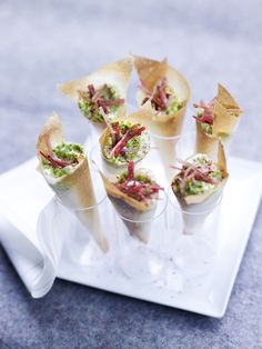 Crispy Cornets, Goat's Mousse and Basil Cocoa Recipes, Snack Recipes, Party Food Catering, Weed Recipes, Brunch, Xmas Food, Snacks, Appetisers, Appetizers For Party