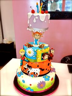 Pippi Longstocking Cake - I want one!!! http://artedizucchero.blogspot.co.uk/2012/05/torta-pippi-calze-lunghe.html?m=1