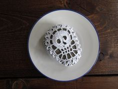 Items similar to White Skull Crochet Rock on Etsy Art Addiction, Pebble Art, Paper Weights, Tatting, Art Pieces, Delicate, Skull, Bows, Napkin