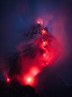 http://www.lugaresdenieve.com/?q=es/reportaje/iluminar-el-matterhorn-el-ultimo-proyecto-de-robert-boesch Matterhorn iluminado
