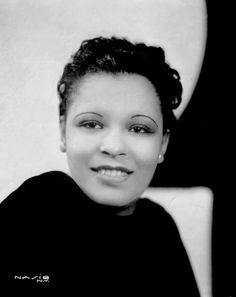 """Billie Holiday"" @ All About Jazz photo gallery. View more jazz photos by Uploader Unknown peerless one. Billie Holiday, Jazz Artists, Jazz Musicians, Music Artists, Divas, Harlem Renaissance, Olivia De Havilland, Nova Orleans, Swing"