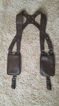 Leather Holster, Leather Bag, Military Fashion, Mens Fashion, Leather Working Patterns, Phone Holster, Bike Style, Leather Projects, Leather Design