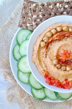 ROASTED GARLIC & RED PEPPER HUMMUS » protein-packed with as much protein as in salmon, and more protein than ham or lunch meats per serving {plant-based, vegan, gluten free}