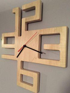 Artikel ähnlich wie Modern Solid Maple Clock auf Etsy - My CMS Woodworking Inspiration, Woodworking Projects Diy, Woodworking Plans, Woodworking Quotes, Popular Woodworking, Diy Home Crafts, Wood Crafts, Diy Home Decor, Diy Wood Wall