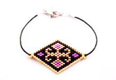 This post was discovered by Gü Seed Bead Patterns, Beaded Jewelry Patterns, Beading Patterns, Bracelets Fins, Beaded Bracelets, Bracelet Cordon, Art Perle, Peyote Beading, Bijoux Diy