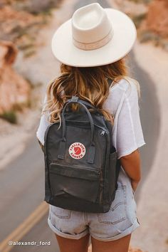 Shop Fjallraven Kanken Backpack at Urban Outfitters today. We carry all the latest styles, colors and brands for you to choose from right here. Kanken Outfit, Backpack Outfit, Mochila Kanken, Kanken Mini, Kanken Backpack Mini, Small Backpack, Kånken Rucksack, Urban Outfitters, Hard Wear