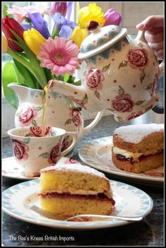Photo by lucinda. Victoria Sponge Cake, Biscotti, New England, Tea Time, Tea Party, Tea Cups, Pudding, Cold, Breakfast
