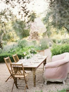 Room Seventeen...love this table scape and ooh la la on the pink settee