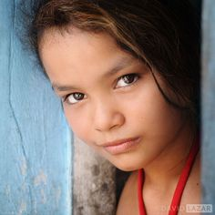 "542 Me gusta, 12 comentarios - David Lazar (@davidlazarphoto) en Instagram: ""Girl in Blue Doorway, Brazil #Brazil #Girl #portrait"""
