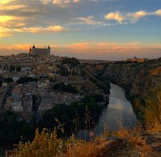My very talented friend @brigriesinger took this photo of our beautiful home away from home ~~Toledo, Spain