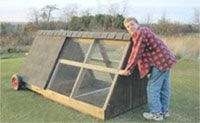 How to Make a Coop: Chicken Housing Design Creates Small, Portable Solution -- Community Chickens Simple Chicken Coop Plans, A Frame Chicken Coop, Portable Chicken Coop, Building A Chicken Coop, Chicken Coops, Chicken Minis, Small Chicken, Chicken Tractors, Raising Chickens