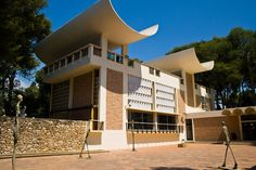 Fundación Maeght,  Josep Lluís Sert.  http://mw2.google.com/mw-panoramio/photos/medium/12357837.jpg