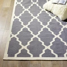 geometric rug. love this rug!