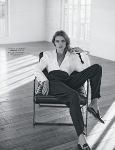 Natalia Vodianova Poses in Elegant Looks for Marie Claire Russia fashion photography Model Poses Photography, Fashion Photography Poses, Fashion Photography Inspiration, Fashion Poses, Photoshoot Inspiration, Fashion Editorials, Glamour Photography, Lifestyle Photography, Editorial Photography
