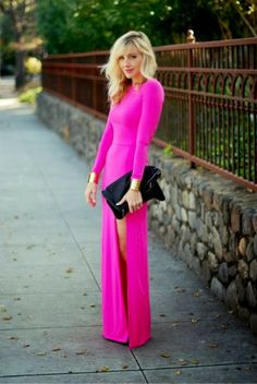 Lovely pink maxi dress with black shining leather clutch