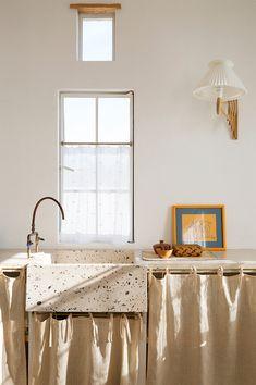 Interior Modern, Interior Design, Kitchen Cabinet Storage, Storage Cabinets, Terrazzo, Base Cabinets, Kitchen Cabinets, Kitchen Sink, Cupboards