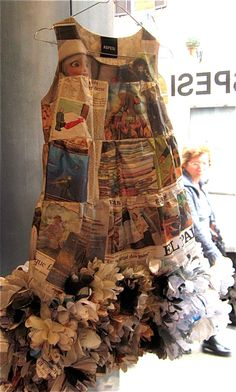 ℘ Paper Dress Prettiness ℘ art dress made of paper Paper Fashion, Fashion Art, Fashion Show, Fashion Design, Paper Clothes, Paper Dresses, Recycled Dress, Recycled Costumes, Recycled Clothing