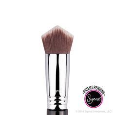 The 3DHD™ Kabuki is a multifunctional brush engineered to perfection. It was uniquely designed for all areas of the face to apply liquid, cream and powder products uniformly on every curve, crease and angle. Patent pending.