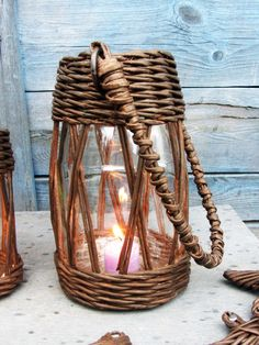 Paper Basket Weaving, Willow Weaving, Weaving Art, Sisal, Newspaper Basket, Newspaper Crafts, Baskets On Wall, Wicker Baskets, Diy Crafts For Home Decor
