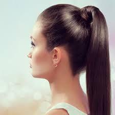 idée coiffure, queue de cheval sans élastique, cheveux plaqués