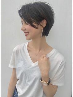 girl girl short hair Neueste Trend Frisuren im Bob- Haircut For Older Women, Short Hair Cuts For Women, Short Hairstyles For Women, Pretty Hairstyles, Asian Short Hair, Girl Short Hair, Asian Pixie Cut, Bob Pixie Cut, Long Pixie Cuts