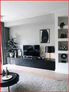 Small Apartment Living, Home Living Room, Living Room Designs, Small Apartment Interior Design, Apartment Layout, Apartment Livingroom Ideas, Home Room, Living Room Decor With Tv, Cute Apartment Decor