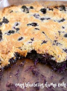 Easy Blueberry Dump Cake- with fresh berries, not pie filling. Pineapple adds an extra yummy flavor to this blueberry dump cake! Blueberry Recipes Easy, Blueberry Dump Cakes, Blueberry Desserts, Blueberry Crisp, Blueberry Crunch, Blueberry Cobbler, Dump Cake Recipes, Baking Recipes, Dessert Recipes