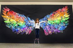 Feather Wings Mural (smART Class) The past few months my students have been making feathers for a group mural. This idea was inspired by my friend and celebrity in the art community, Cassie Stephe - celebrities Club D'art, Arte Elemental, Class Art Projects, Group Projects, School Auction Projects, Craft Projects, Classe D'art, School Murals, Ecole Art