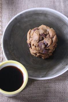 Flourless Chocolate Chunk Peanut Butter Cookies #glutenfree | Feed Me Phoebe