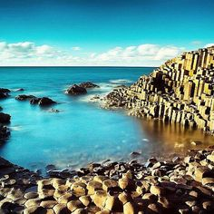 According to legend the columns of the #GiantsCauseway are the remains of an ancient bridge between Ireland and Scotland built by Fionn MacCumhaill. Science tells us that the formations are a result of volcanic activity that took place 50-60 million years ago but visitors love hearing the story of the Scottish and Irish mythological giants and the role that the causeway played in settling an age-old dispute between McCumhaill and Benandonner of Scotland. Which version do you prefer?…