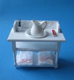 Badezimmer Waschtisch mit Handtücher Krug Schüssel Puppenhaus Möbel Miniatur 1:12