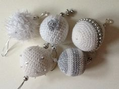 Knoff-you: Crocheted Christmas baubles.