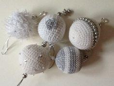 Knoff-you: Crocheted Christmas baubles. Crochet Ball, Cute Crochet, Knit Crochet, Holiday Crochet, Christmas Knitting, Christmas Baubles, Christmas Deco, Crochet Decoration, Crochet Ornaments